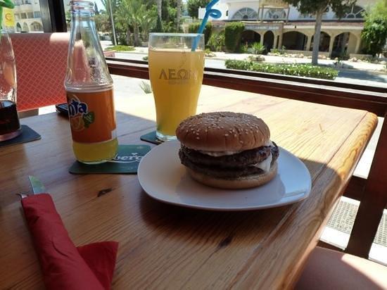 Irresistible Bar: double cheese burger yum yum