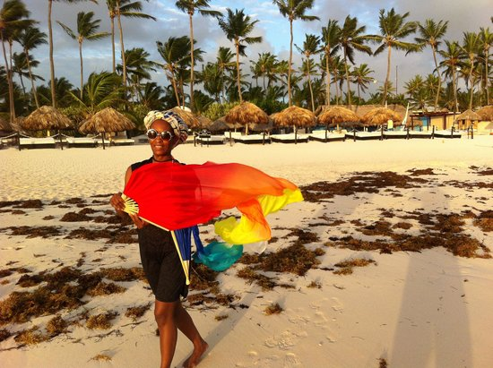 Paradisus Punta Cana Resort : Worship with flag on beach