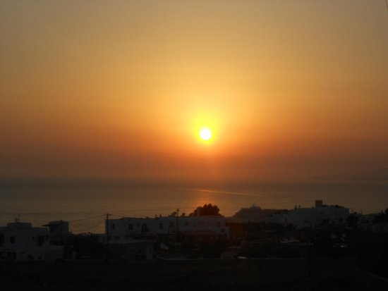 Aeolos Mykonos Hotel: The famous sunset with a Demitri Mojito