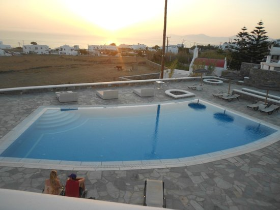 Aeolos Mykonos Hotel: Inviting dip after a hot day