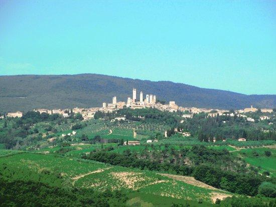 Castello di Fulignano : Vista das torres de San Gimignano (a partir da janela do quarto).