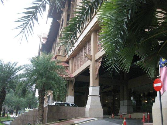 Royale Chulan Kuala Lumpur: Entrée de l'Hôtel