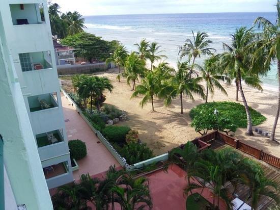 Coconut Court Beach Hotel : lovely beach