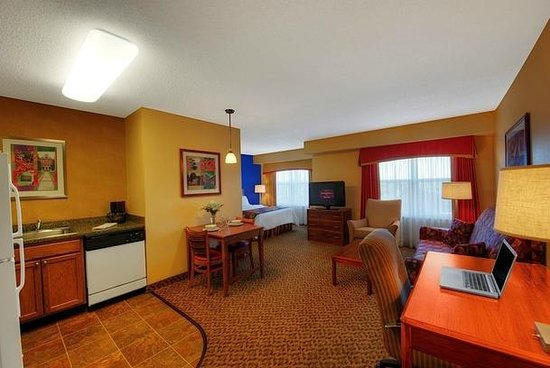 Residence Inn Boston Franklin: Guestroom
