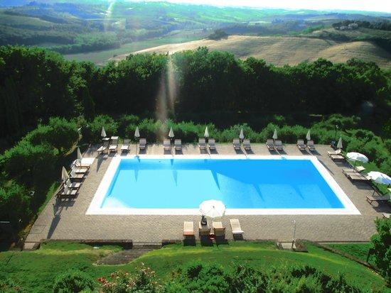 Castello di Fulignano : Vista da piscina e região.