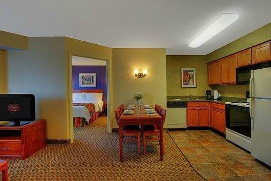 Residence Inn Boston Franklin: Guestroom