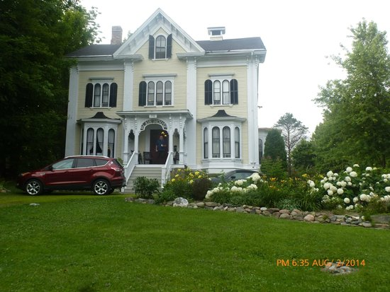 Blair House Heritage Breakfast Inn : Front Entrance