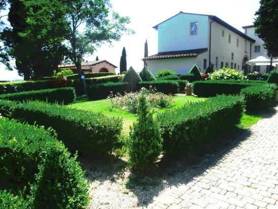Castello di Fulignano : Os jardins são lindos. Muito verde e paz!