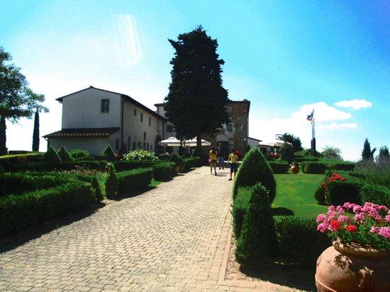 Castello di Fulignano : Entrando no você se depara com essa imagem!