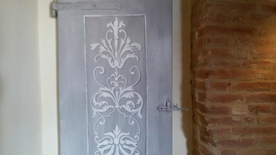 antiche porte decorate a mano - Foto di Country House Le Torri di ...