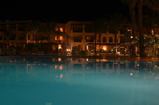 Jaz Lamaya Resort : nocny widok na tereny basenowe