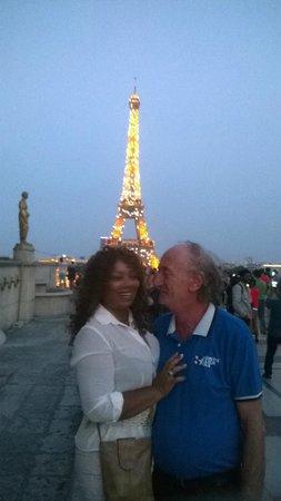 PARISCityVISION: Torre Eiffel a noite.