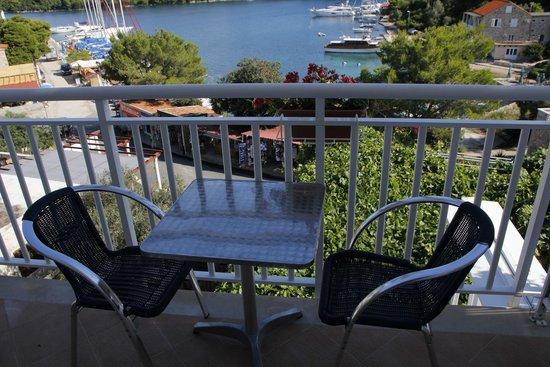Holiday House Slavica Strazicic : Balcony towards the harbour