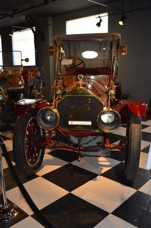 Union Station: Display of old cars