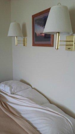 Erin Motel: bed