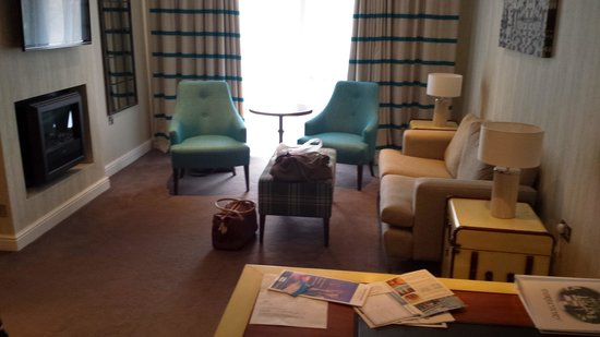 Warner Leisure Hotels Alvaston Hall Hotel: lounge of our room, 453