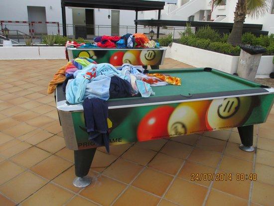 Hotel Floresta: eingesammelte Handtücher am Pool