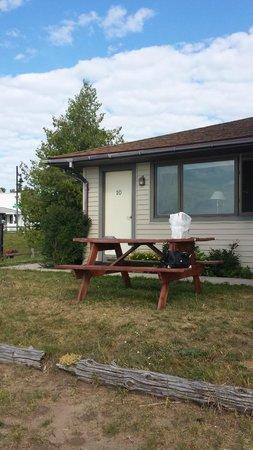 Erin Motel: picnic table
