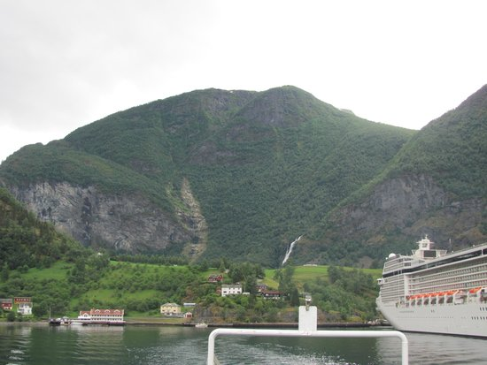 Fretheim Hotel: View of hotel from boat on fjord