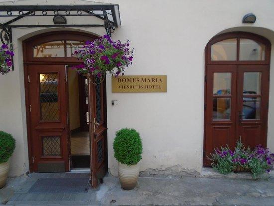 Hotel Domus Maria: front door
