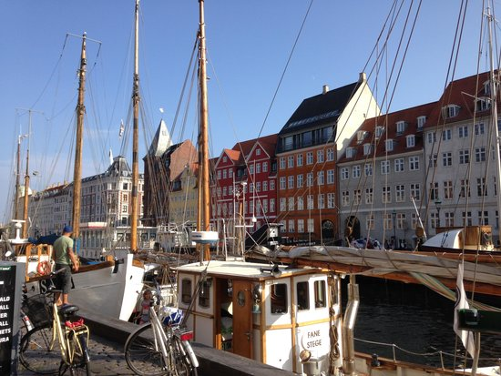 Nyhavn: Canal view