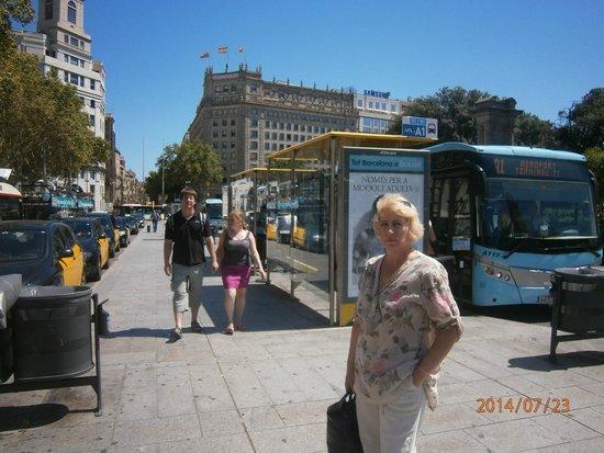 Plaza de Cataluna: На площади здание национального банка