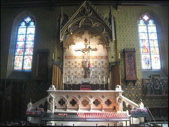 Basilica of the Holy Blood: Fine altar in Gothic Chapel