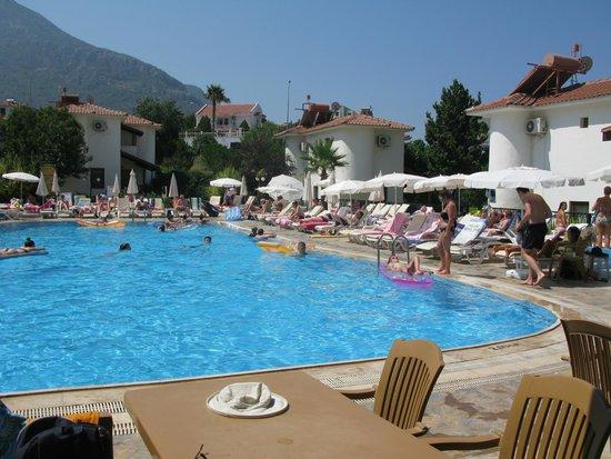 Orka Club Hotel & Villas: Lower pool
