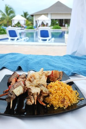 Royalton Cayo Santa Maria: Poolside grilled Lobster