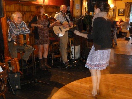 Burkes Bar and Restaurant: An evening at Burkes