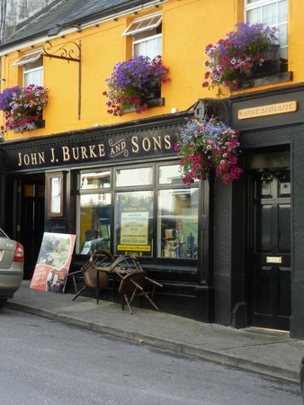 Burkes Bar and Restaurant: View from the street