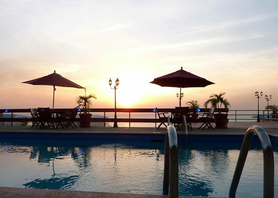 Cara Suites: Pool Side Sunset
