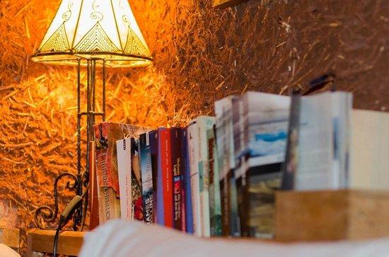 Riad Al Zahia : Library