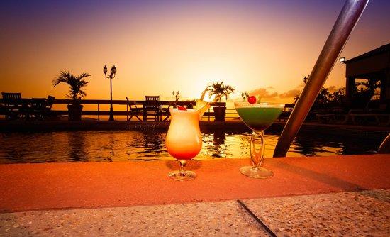 Cara Suites - Pointe a Pierre: Poolside