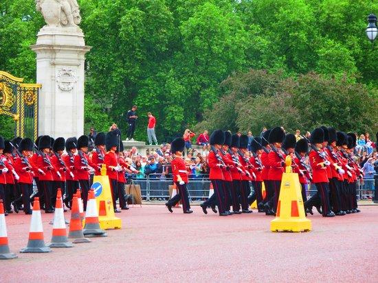 Buckingham Palace: Wellington Barracks group