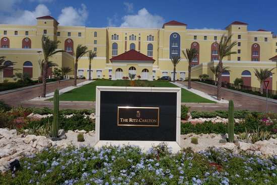 The Ritz-Carlton, Aruba: Front view of hotel from road