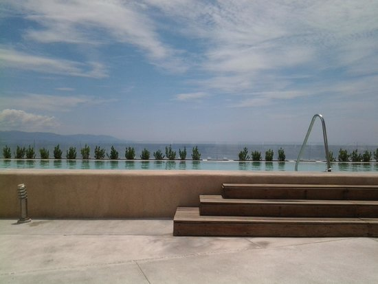 Hilton Puerto Vallarta Resort: rooftop bar and pool