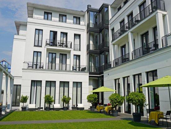 Ceres Hotel: Hotel - Ansicht von hinten mit schönem Garten