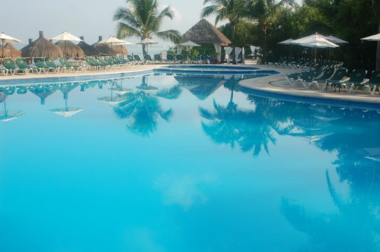 Occidental Grand Cozumel: Pool by the beach