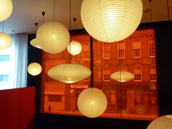citizenM Glasgow: Luz e cor