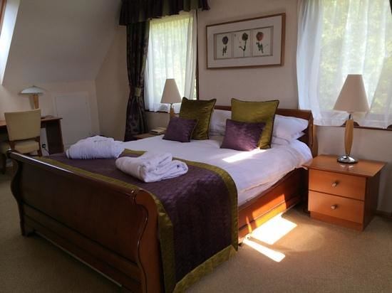 QLodges Slaley Hall: villa 3 master bedroom