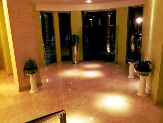 Hotel Marbella: Entrance