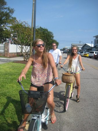 Hungry Town Tours: Pedaling along Front Street