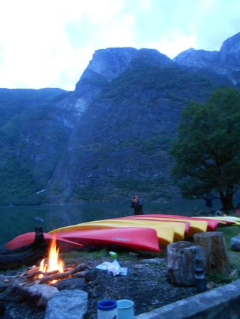 Njord - Seakayak and Wilderness Adventure Day Tours : camping day two! with a 'leave no trace' campfire