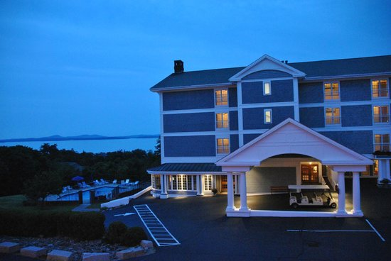 Bluenose Inn - A Bar Harbor Hotel: blue nose au crépuscule