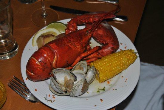 Bluenose Inn - A Bar Harbor Hotel: dans l'assiette le soir