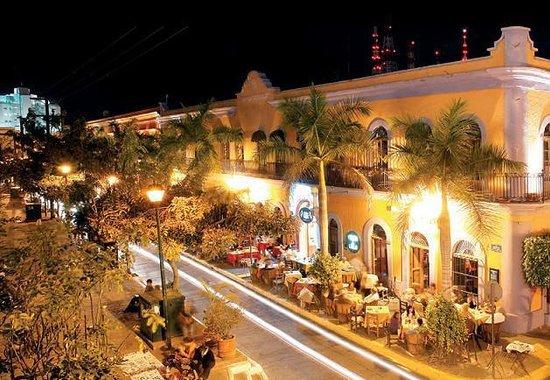 Plaza Machado: Pedro y Lola Restaurant at the corner