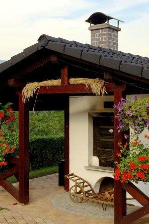 Backofen Im Garten Bild Von Hotel Und Restaurant Bergfried