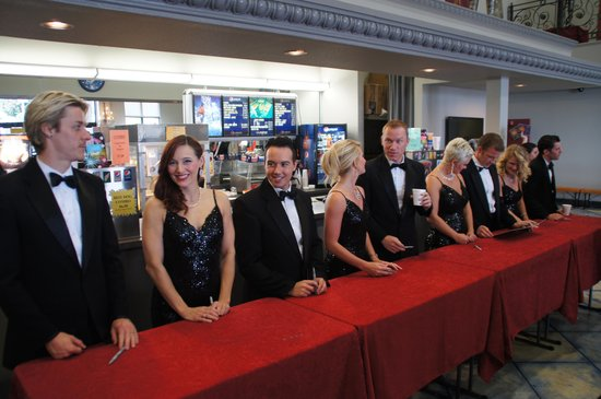 King's Castle Theatre : Five tenors and 4 beautiful ladies!