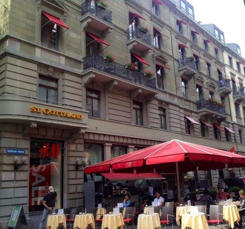 Hotel St. Gotthard: Eingangsseite